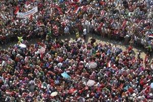 OPOSITORES DE MURSI SE MANIFIESTAN EN LA PLAZA TAHRIR