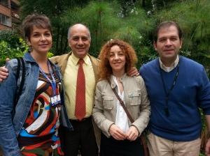 Ferre amb el degà, Ancízar Vargas, el director del grau de Publicitat, Rafael Vargas, i la docent Claudia Vélez